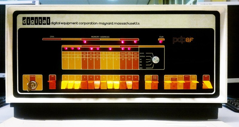 How doyou turn a 1960s minicomputer into a clock? Digital pdp8f.jpg: Simon Claessen from The Netherlandsderivative work: User:Clusternote [CC BY-SA 3.0]
