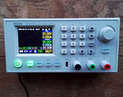 The front panel, with the display in graph mode.