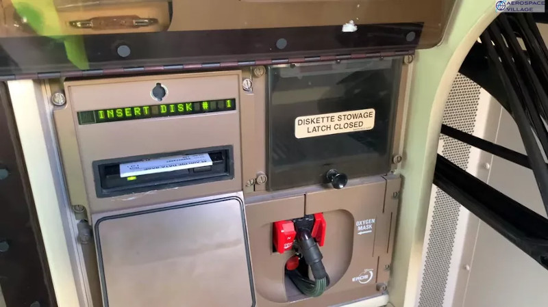 Floppy Disks Still Used To Update 747 Flight Software - Hackaday