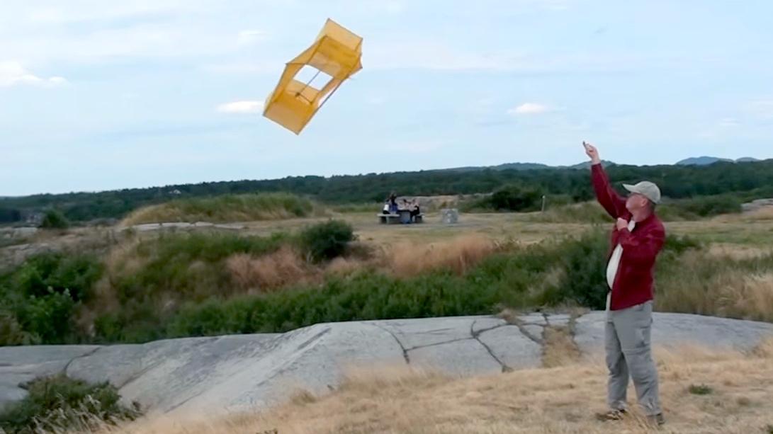 emergency radio kite featured
