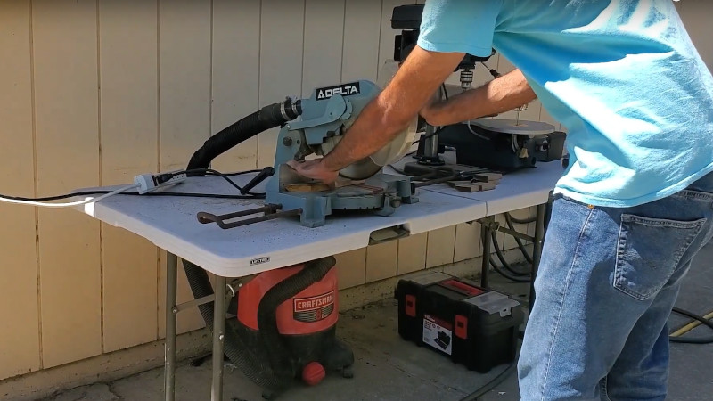 An Automatic Shop Vac Dust Extractor