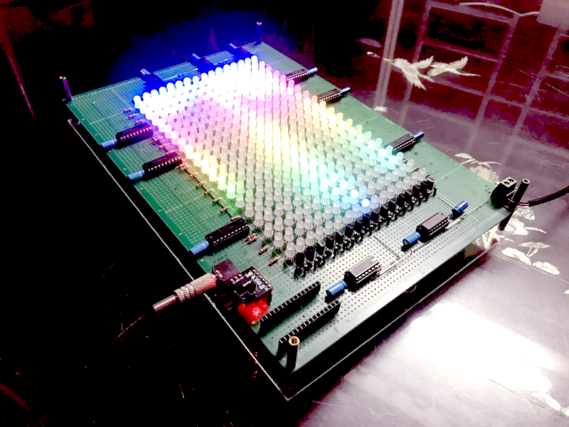 Spectrum Display Uses Tiny CPU and Many LEDs
