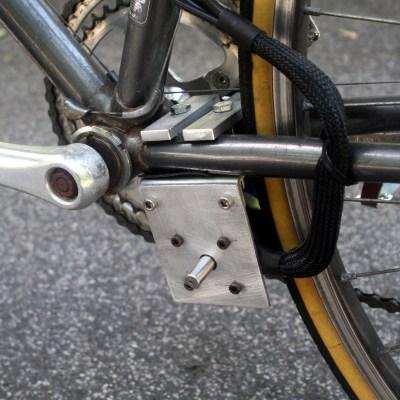 Mounting bracket for outrunner motor