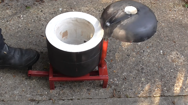 A flip-top foundry for metal casting