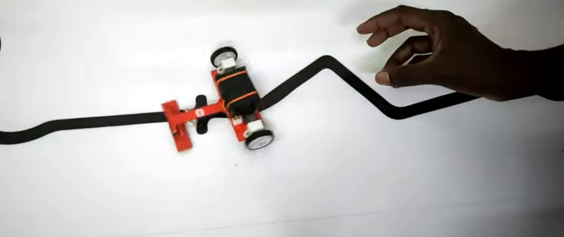 Line Following Robot uses PID for Speed