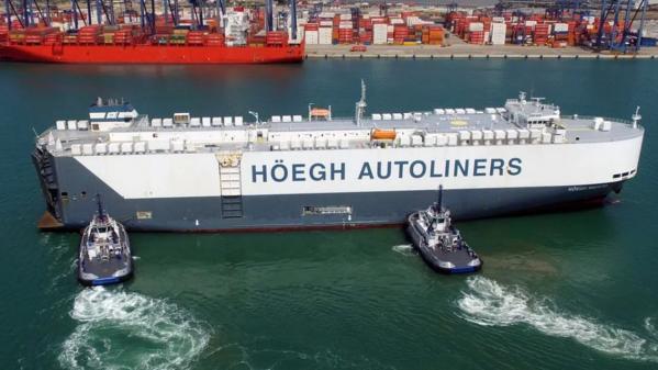 Roll-on/roll-off vessel docking