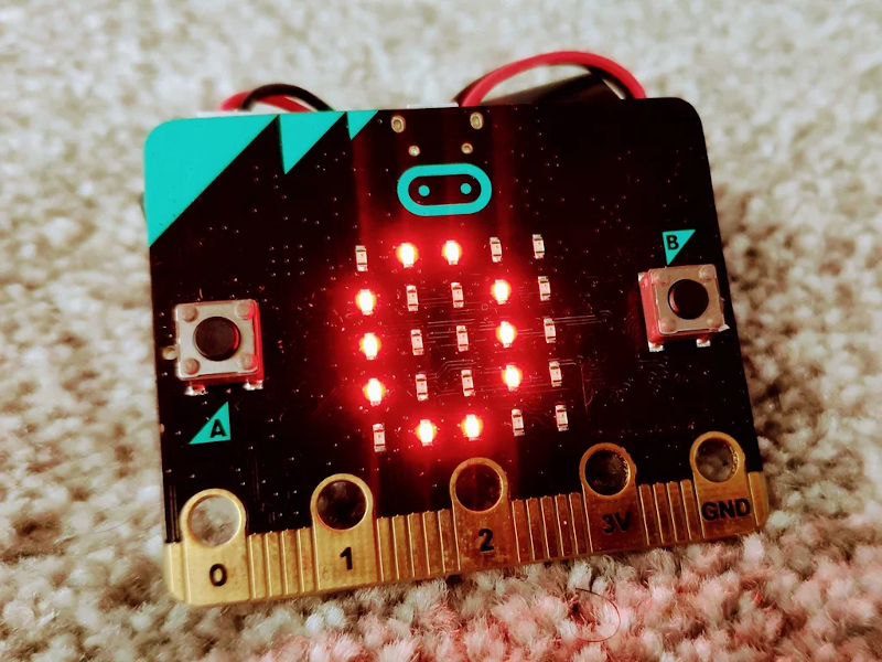 BBC micro:bit Reads Morse Code with MakeCode